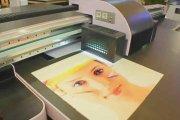 如何选择UV平板喷绘加工广告公司